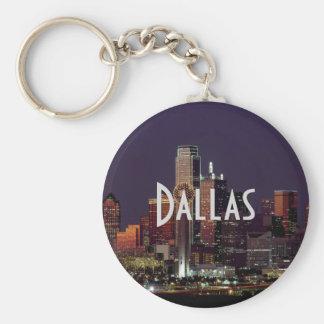 Horizonte de Dallas en la noche Llavero Redondo Tipo Pin