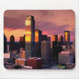 Horizonte de Dallas en la puesta del sol Mouse Pads