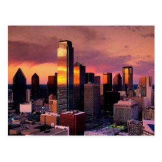 Horizonte de Dallas en la puesta del sol Postal
