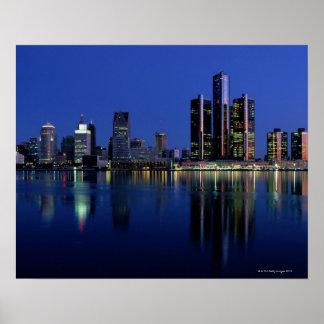 Horizonte de Detroit en la noche Póster