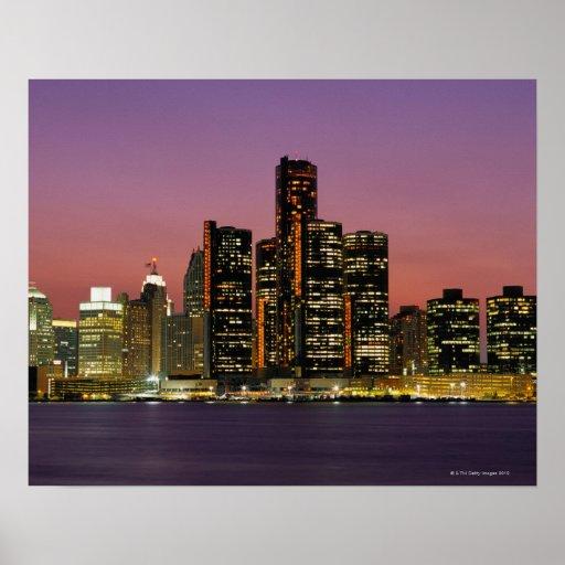 Horizonte de Detroit, Michigan en la noche Poster