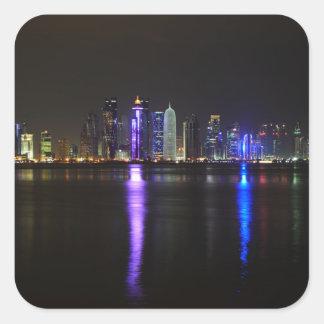 Horizonte de Doha, Qatar en la noche Pegatina Cuadrada