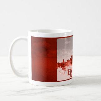 Horizonte de Edmonton con grunge rojo Taza Básica Blanca