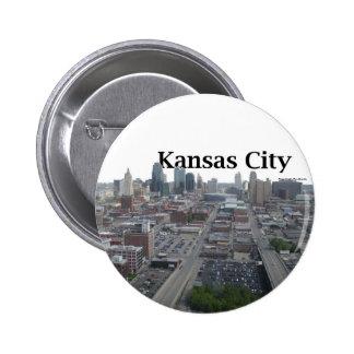 Horizonte de Kansas City con Kansas City en el cie Pin Redondo De 2 Pulgadas