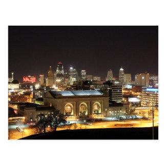 Horizonte de Kansas City en la postal de la noche