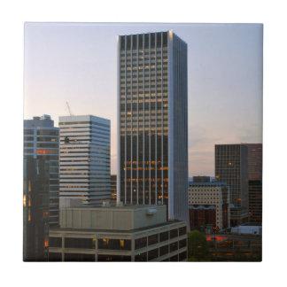 Horizonte de la ciudad de Portland en la oscuridad Azulejo Cuadrado Pequeño