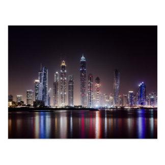 Horizonte de la noche de Dubai Tarjeta Postal