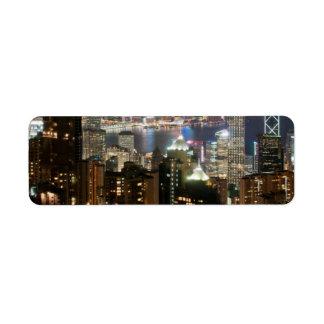Horizonte de la noche de Hong Kong del pico de Vic Etiquetas De Remite