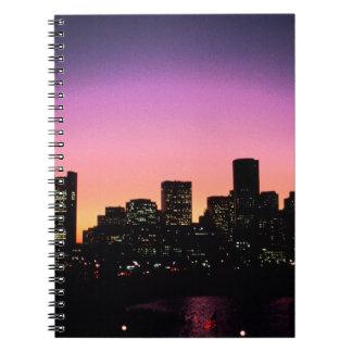 Horizonte de la puesta del sol de Boston del Libro De Apuntes