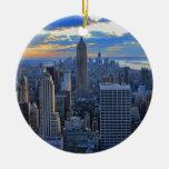 Horizonte de la última hora de la tarde NYC como a Ornaments Para Arbol De Navidad