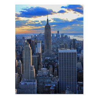 Horizonte de la última hora de la tarde NYC como a Tarjetas Postales