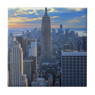 Horizonte de la última hora de la tarde NYC como Azulejo Cuadrado Pequeño