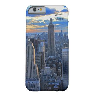 Horizonte de la última hora de la tarde NYC como Funda De iPhone 6 Barely There
