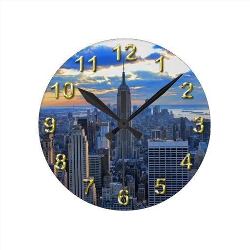 Horizonte de la última hora de la tarde NYC como Reloj Redondo Mediano