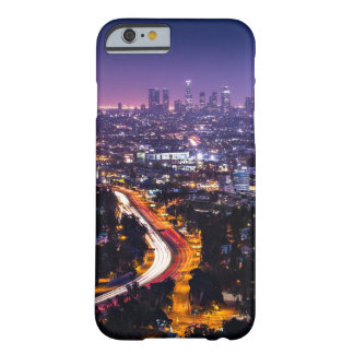Horizonte de Los Ángeles, California en la noche Funda De iPhone 6 Barely There