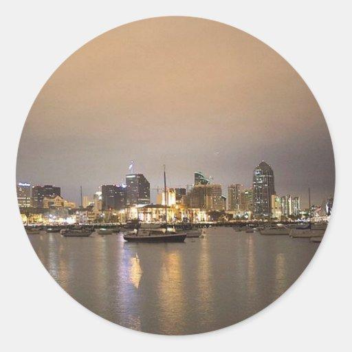 Horizonte de los veleros de San Diego de la noche Pegatina Redonda