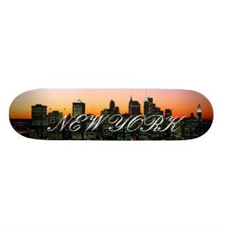 """Horizonte de Manhattan en el crepúsculo, imagen de Patineta 8 1/2"""""""