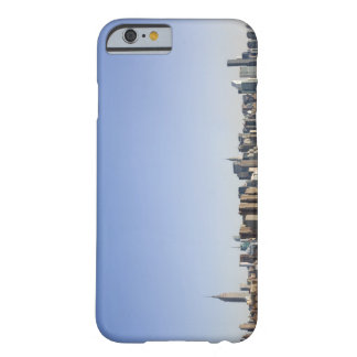 Horizonte de Manhattan, New York City, NY, los Funda De iPhone 6 Barely There