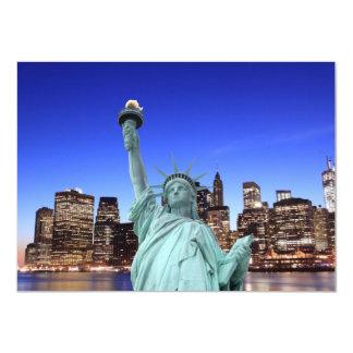 """Horizonte de Manhattan y la estatua de la libertad Invitación 4.5"""" X 6.25"""""""
