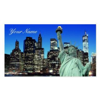 Horizonte de Manhattan y la estatua de la libertad Tarjetas De Visita