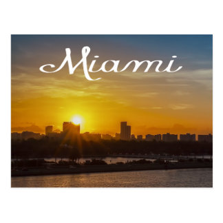 Horizonte de Miami de la salida del sol, la Postal