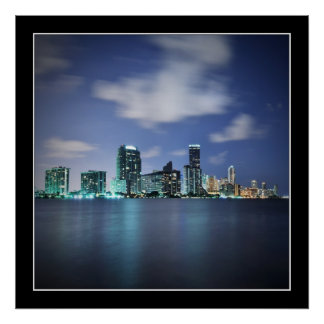 Horizonte de Miami en el panorama de la noche - po Póster