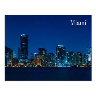 Horizonte de Miami en el panorama de la noche - po Postales