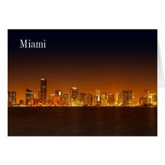 Horizonte de Miami en el panorama de la noche - ta Felicitación