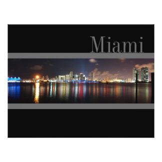 Horizonte de Miami en la noche - aviador Tarjetas Publicitarias