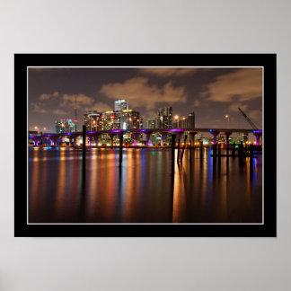 Horizonte de Miami en la noche - poster