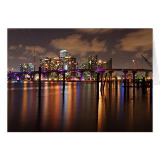 Horizonte de Miami en la noche - tarjeta de felici