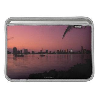 Horizonte de Miami en la puesta del sol Fundas Para Macbook Air