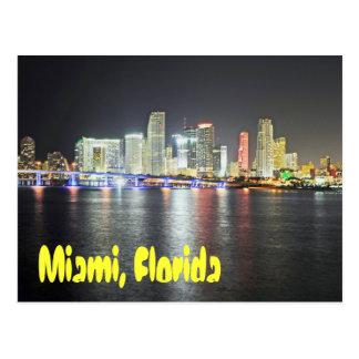 Horizonte de Miami, la Florida en la noche Tarjetas Postales