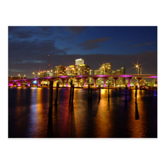 Horizonte de Miami la Florida en la postal de la n