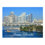 Horizonte de Miami la Florida y postal del puerto