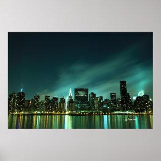 Horizonte de Midtown Manhattan en las luces de la  Póster
