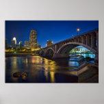 Horizonte de Minneapolis en la noche:  3ro Avenida Poster