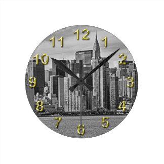 Horizonte de New York City del East River B&W Relojes De Pared
