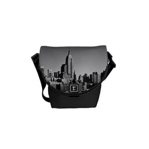 Horizonte de New York City en blanco y negro Bolsas De Mensajeria