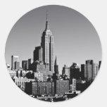 Horizonte de New York City en blanco y negro Etiqueta Redonda