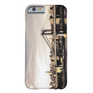 Horizonte de New York City en la luz del sol Funda De iPhone 6 Barely There