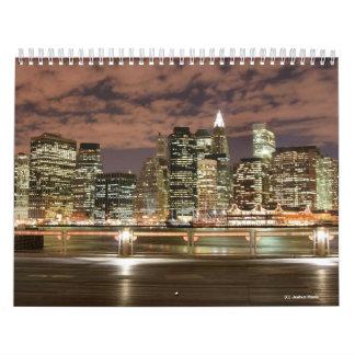 Horizonte de New York City en la noche Calendario De Pared