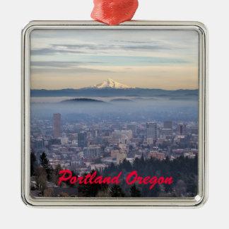 Horizonte de niebla céntrico del paisaje urbano de adorno navideño cuadrado de metal