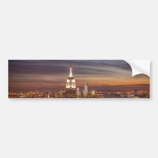 Horizonte de Nueva York con el Empire State Buildi Pegatina De Parachoque