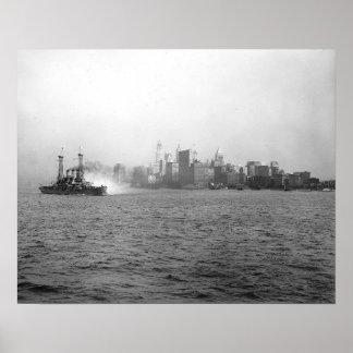Horizonte de Nueva York de Harbor, 1920 Póster