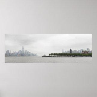 Horizonte de Nueva York y de New Jersey en la nieb Póster