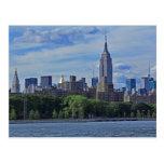 Horizonte de NYC del East River 002 Postal