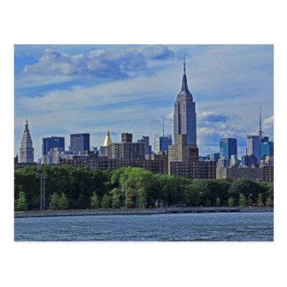 Horizonte de NYC del East River 002 Tarjetas Postales