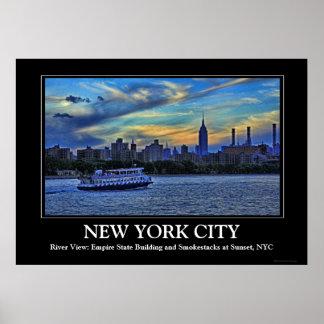 Horizonte de NYC: ESB, chimeneas y barco, cielo Impresiones