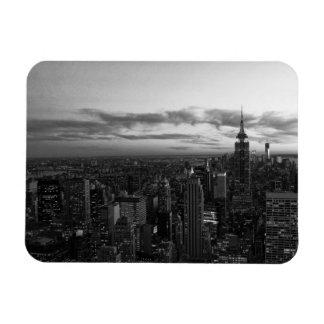 Horizonte de NYC ESB WTC en la puesta del sol BW Imanes Rectangulares